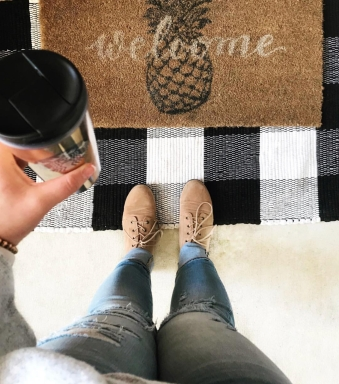 SHOES: https://nisolo.com/products/womens-classic-oxford-sand GINGHAM MAT: https://www.hobbylobby.com/Seasonal/Fall/Fall-Decorations/Black-White-Chindi-Rug/p/80882948