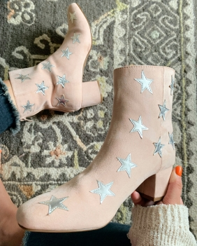 BOOTIES - .com/IN/Product/Product.aspx?br=f21&category=shoes_boots&ProductID=1000249773 SIMILAR- https://www.amazon.com/Alrisco-Women-Velvet-Embroidered-Stars/dp/B0775D2K8L?th=1&psc=1 SIMILAR W/ OUT STARS - https://oldnavy.gap.com/browse/product.do?pid=286517002&CAWELAID=120299900001650625&CAGPSPN=pla&CAAGID=59094339589&CATCI=pla-534604877012&tid=onpl000017&kwid=1&ap=7&gclid=CjwKCAjwmJbeBRBCEiwAAY4VVWX70nsAhxZaXHQnWGWy2eNkjNJQFFiuHO21a3UpsBL-bR323hxRXhoCkWoQAvD_BwE&gclsrc=aw.ds